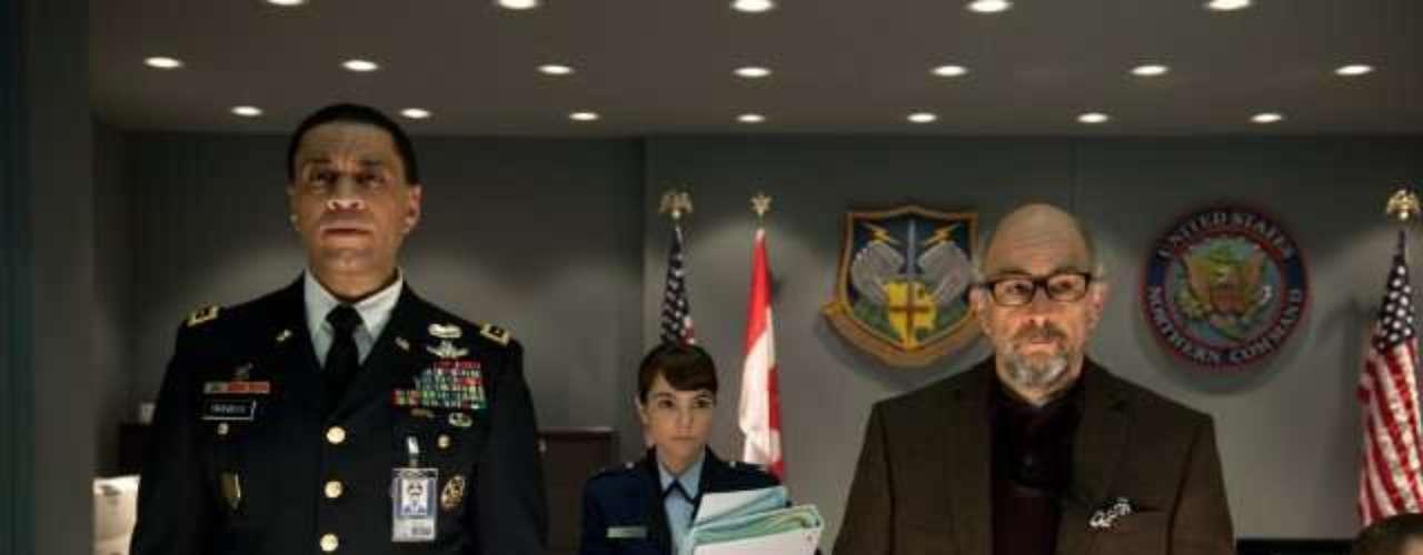 Harry Lennix y Richard Schiff interpretan al General Swanwick y el Dr. Emil Hamilton respectivamente. Ellos dos se convertirán en la mayor amenaza de Superman en la Tierra al considerarlo un peligro latente para el planeta.