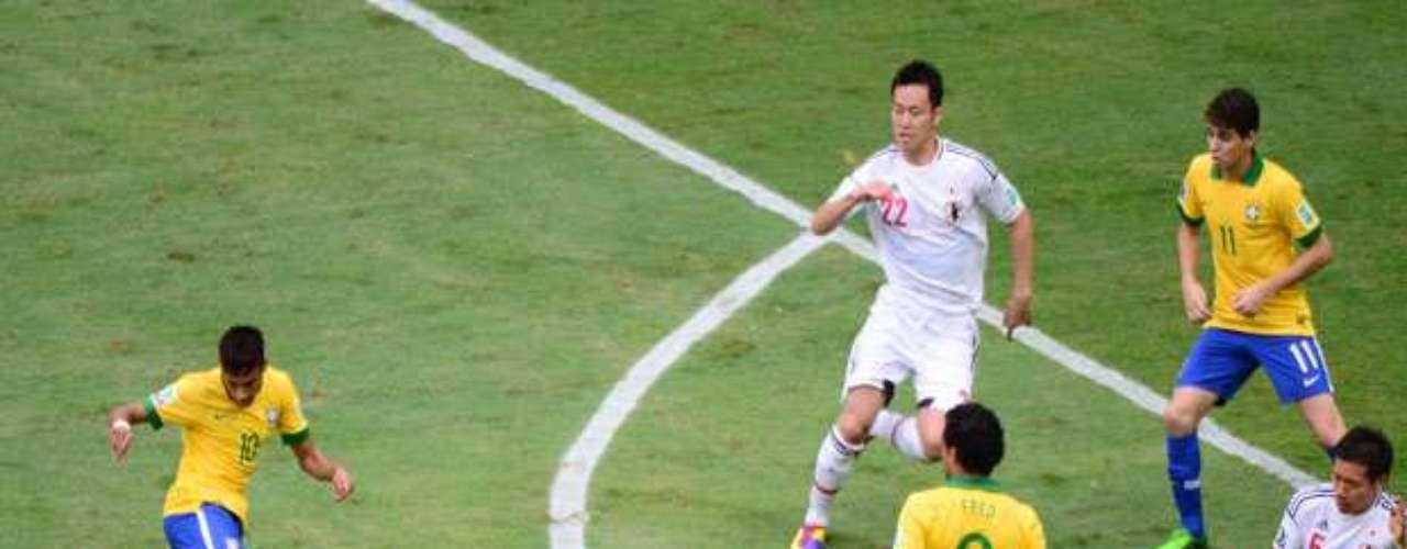 Neymar: Con un golazo de volea empezando el partido, silenció a los críticos y puso adelante al seleccionado brasileño.