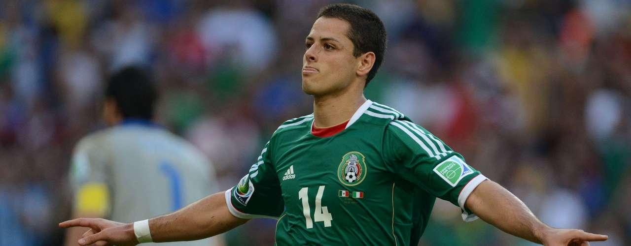 'Chicharito' engañó de buena manera al portero Buffon para mandar el balón a las redes.