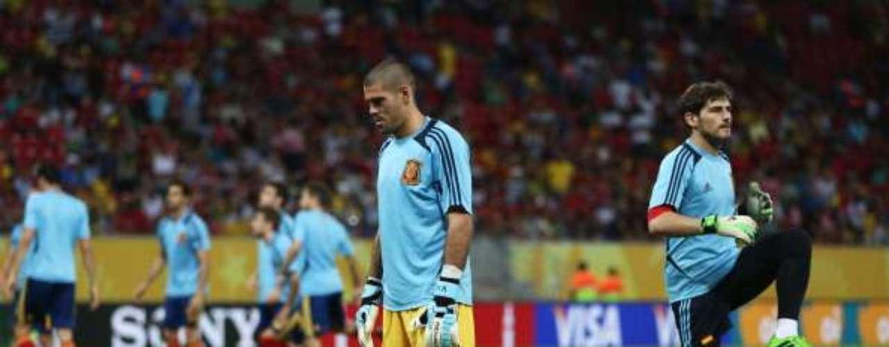 Casillas y Valdés, durante el calentamiento.