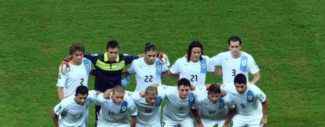 El once inicial de Uruguay.