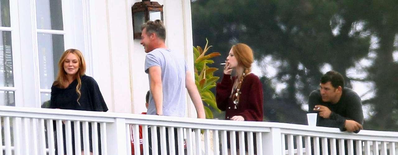 18 de Junio - Lindsay no se ve que la esté pasando mal puesto que está muy sonriente y amigable con los demás internos. ¿Será que organizó una fiesta?