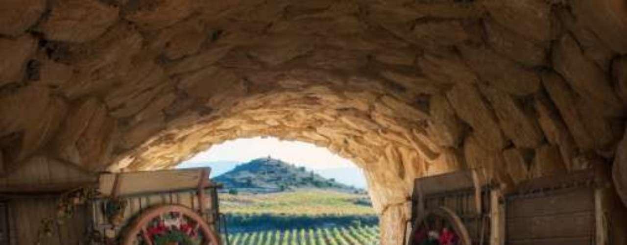 Este jueves se realizará el anuncio oficial con el que el Valle de Casablanca se transformará en la décima Capital Mundial del Vino, y primer y único representante de Chile en integrar esta prestigiosa lista que agrupa a las zonas de Bilbao-Rioja, Burdeos, Christchurch-South Island, Ciudad del Cabo, Florencia, Mainz-Rheinhessen, Mendoza, Oporto y San Francisco-Napa Valley. Bilbao-Rioja
