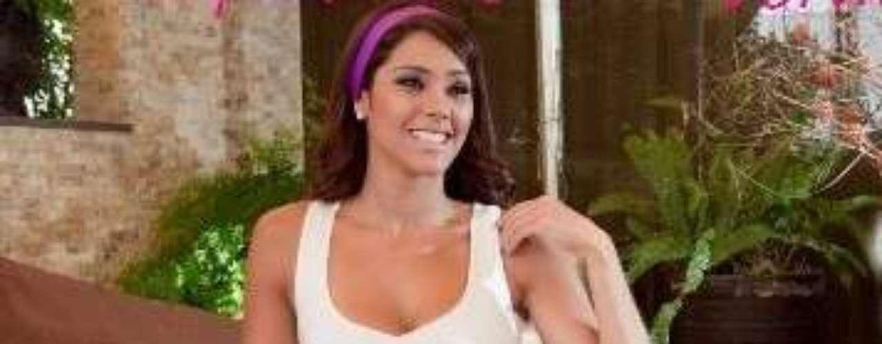 La guapa Karen Schwarz, conductora de Yo Soy, es una verdadera fashionista e ícono de la moda nacional. Ella, además de su faceta como modelo y conductora es socia de una línea de ropa para chicas llamada Álika.  La ex Miss Perú suele vestir sus prendas en el programa estelar de Frecuencia Latina.