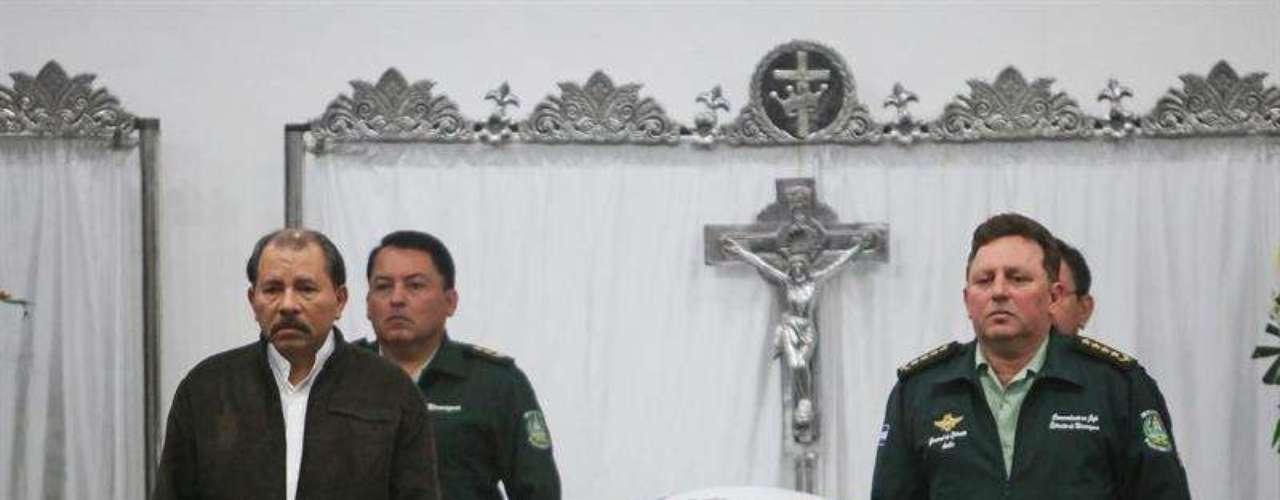 El 21 de junio de 2013, el presidente de Nicaragua, Daniel Ortega, y el jefe del Ejército de ese país, el general Julio César Avilés, realizaron una guardia de honor, durante la ceremonia de homenaje póstumo a los integrantes del Estado Mayor de la Fuerza Aérea que perecieron un día antes en un accidente aéreo, cuando un helicóptero MI17 se precipitó sobre el lago Xolotlán en Managua.