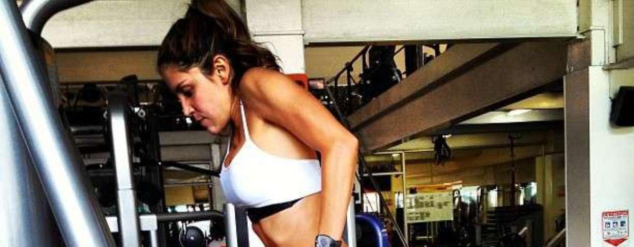 La actriz publica en su cuenta de Instagran las fuertes sesiones de entrenamiento a las que se enfrenta con graciosas muecas.