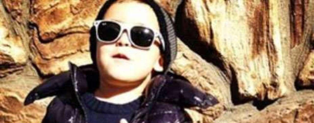 En las fotos se aprecia el amplilo guardarropa del niño.