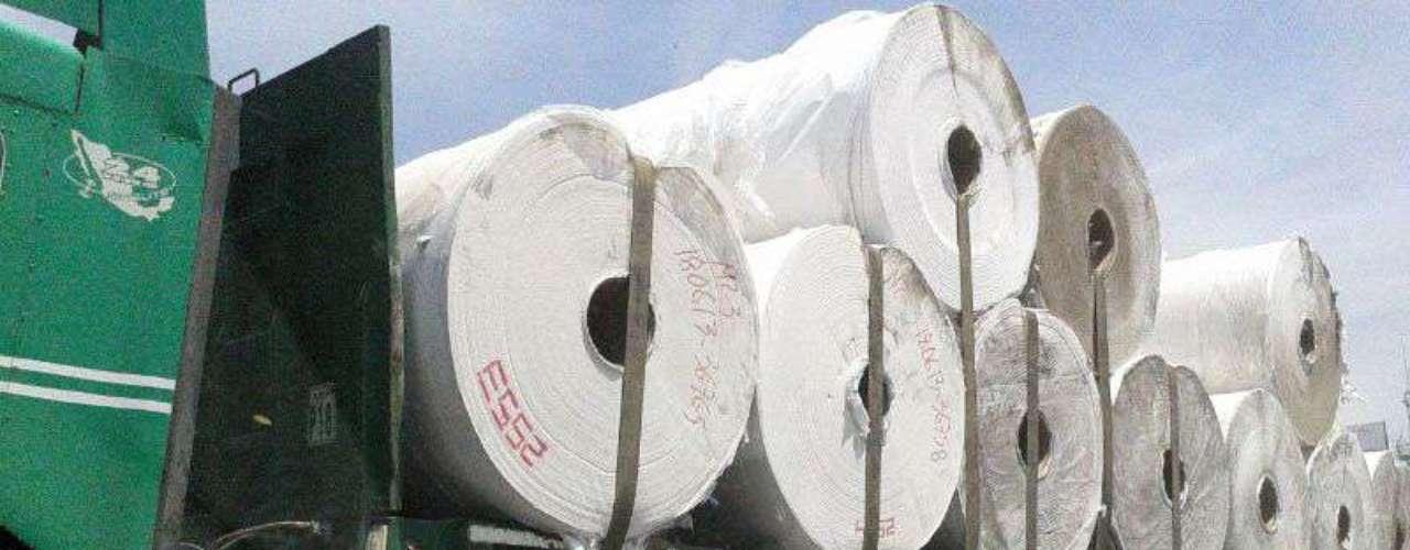 El 26 de junio, la volcadura de un tráiler que transportaba 40 toneladas de papel higiénico causó un severo congestionamiento en la circulación en ambos sentidos de la avenida Eugenio Garza Sada, en su salida a la Carretera Nacional, al sur de Monterrey.