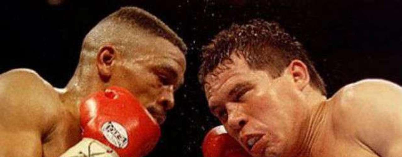 Posteriormente, Chávez perdería su invicto en su carrera contra Frankie Randall en 1994. Fue un combate muy cerrado, pero los jueces se inclinaron a favor del estadounidense. En los años siguientes, el mexicano tuvo la oportunidad de combatir de nuevo con Randall al que lo venció en un par de ocasiones.