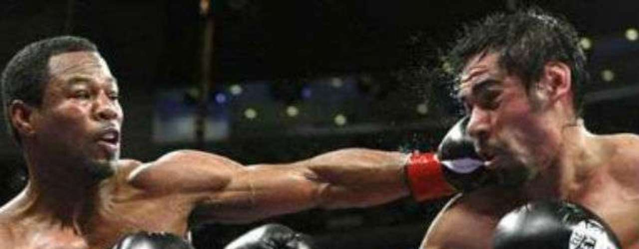 Contra pronóstico, Shane Mosley dio cuenta de Antonio Margarito en el 2009, en una pelea pactada en peso Welter. El mexicano partió como favorito, pues un año antes le había quitado el invicto a Miguel Cotto, pero el 'Tornado de Tijuana' quedó a deber ante 'Sugar'.
