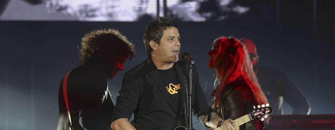 Alejandro Sanz dejó el alma en el concierto que ofreció en la plaza de toros de Valladolid, en el que ha presentado su trabajo \