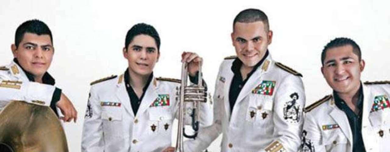 El Trono de México presentó su nuevo hit \