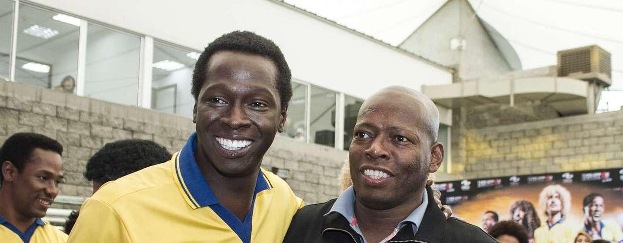 Durante el lanzamiento para medios, se encontraron por primera vez los futbolistas con los actores. Juntos vieron el primer capítulo de la serie.