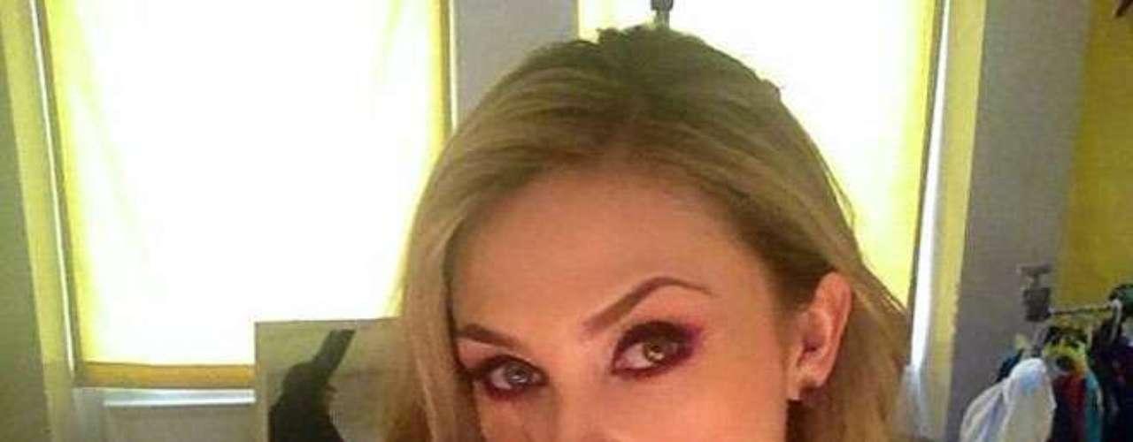 3 de Julio - ¡WTH! Aracely Arámbula con esta imagen sí que nos da miedo. La actriz publicó esta foto portando un arma. ¿Será parte de lo que se viene en el esperado final de 'La Patrona'?