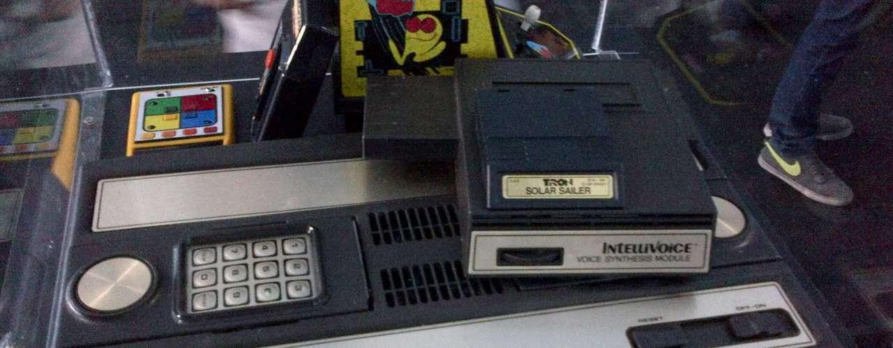 INTELLIVISON.- En 1979, Mattel lanza esta consola que logró hacerle competencia la Atari 2600.