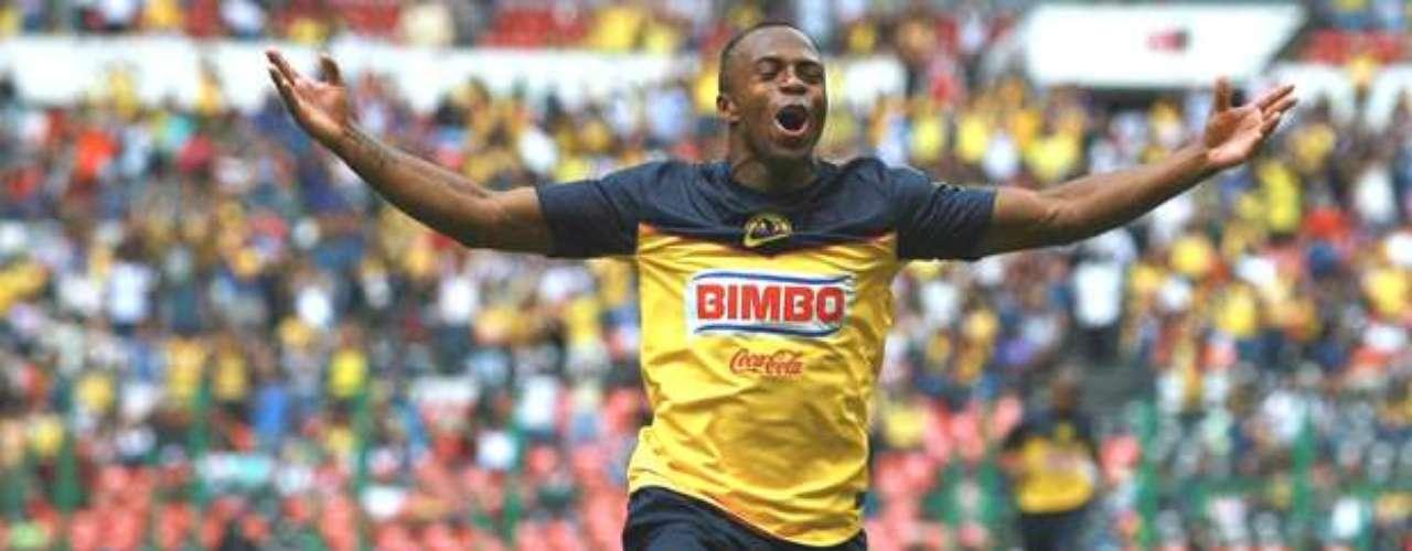El Chucho debutó ante su nueva afición y en el estadio Azteca con el pie derecho anotando en la victoria 2-1 sobre Gallos Blancos de Querétaro en la fecha 1 del Apertura 2011