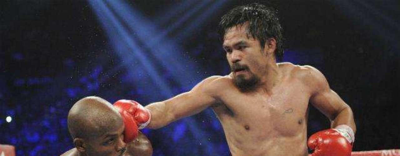 Desde luego que no podía faltar en esta lista el filipino Manny Pacquiao, quien ha sido campeón en ocho divisiones diferentes. 'Pacman' basa en su fuerza y velocidad todos sus triunfos. Cuenta con 38 nocauts de sus 54 victorias.