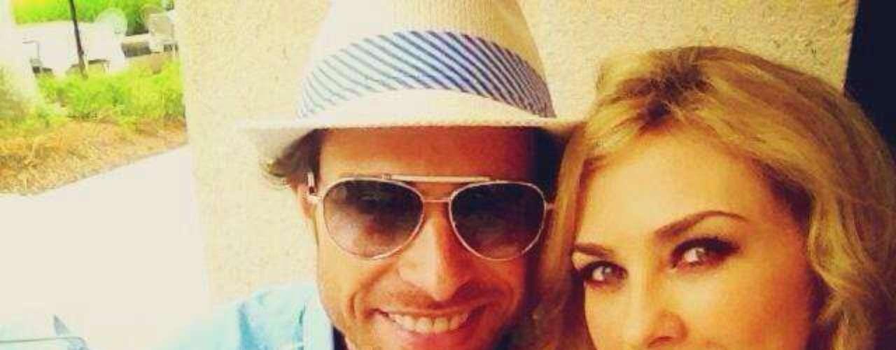 17 de Julio - Sebastián Rulli y Aracely Arámbula disfrutan del calor de Miami. La pareja viajó junta previo a los Premios Juventud.