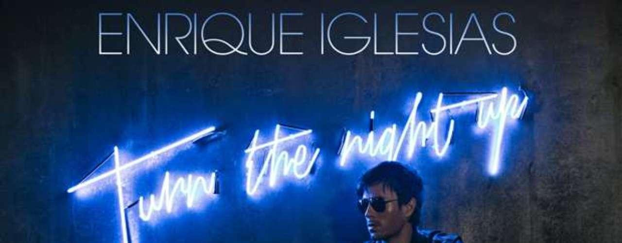 A Enrique Iglesias provoca comérselo a besos y muchomás, debido a lo galanazo que se ve con esos lentes oscuros en la portada del que será su nuevo disco titulado \