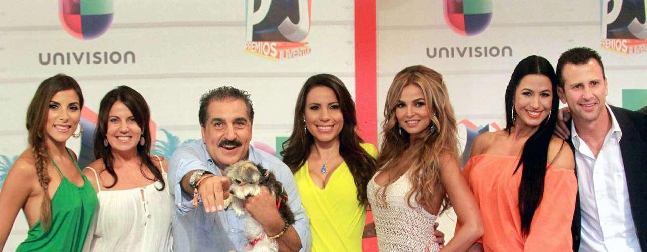 El presentador de Republica Deportiva, Fernando Fiore, iba muy 'mal acompañado' porsus senadoras que no lo dejaron en ningún momento. ¡Pobrecito!