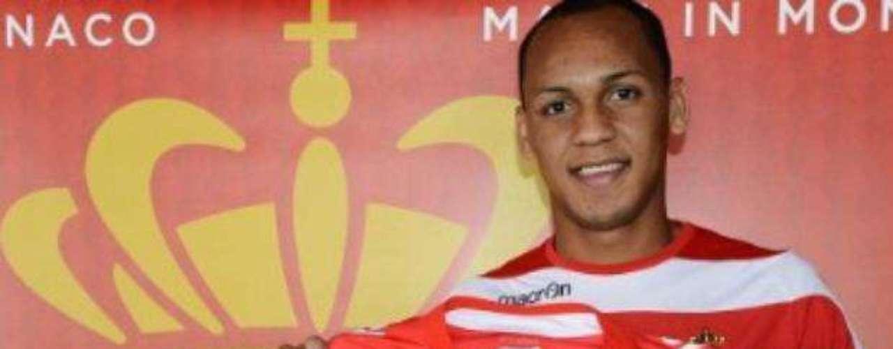 El Mónaco ha anunciado a través de su página web la cesión por una campaña del lateral derecho Fabio Henrique Tavares \