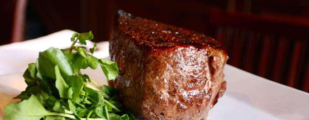 """Carne kobe de Old Homestead Steakhouse. Este restaurant de Nueva York vende el corte de res más caro del mundo (350 dólares). El pedazo de carne kobe pesa 12 onzas y es, según el chef, """"una verdadera experiencia orgásmica""""."""