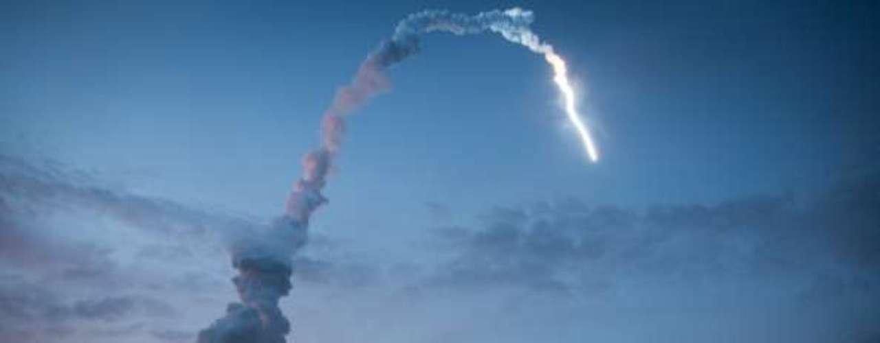10.- DESAPARECIDO: Wan Hu (1500): cuenta la leyenda que Wan, queriendo hacer uso de la avanzada tecnología desatada por cohetes y juegos pirotécnicos chinos, y diseñó un plan para lanzarse al espacio exterior. El día de su despegue, Wan subió a su silla y 47 de sus ayudantes encendieron los cohetes. Hubo una gran explosión. Cuando el humo se disipó, Wan y la silla ya no estaban... Nadie los volvió a ver.