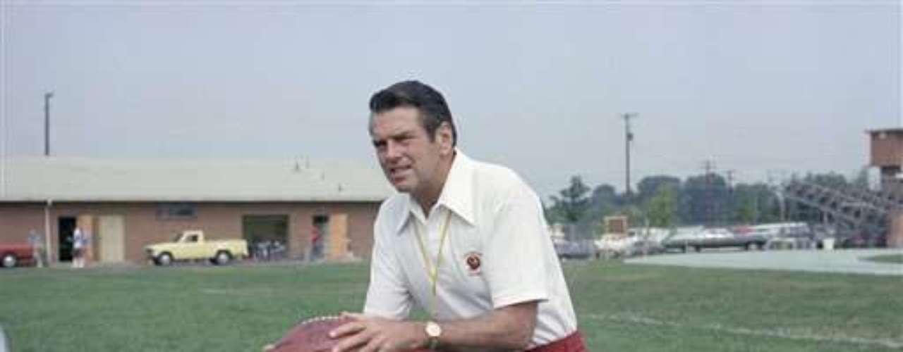 3.- BAÑO DE GATORADE: George Allen (1990): fue un entrenador de futbol americano en la Liga Nacional de Fútbol y la Liga de Fútbol de Estados Unidos. Además, fue incluido en el Salón de la Fama del Fútbol Americano Profesional en 2002.