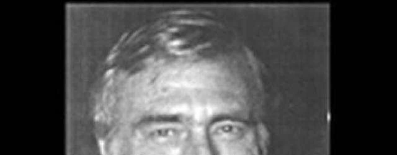 6.- ACTO DE MAGIA: Joseph W. Burrus (1990): este mago murió haciendo su mejor y último truco, intentaba sepultarse vivo. Estaba dentro de una caja de acrílico que él mismo construyó. Metieron la caja a una tumba y la comenzaron a llenar con hormigon. En un momento, los espectadores se dieron cuenta de que el hormigon había roto la caja de acrílico. Cuando lograron sacarlo, ya había muerto.