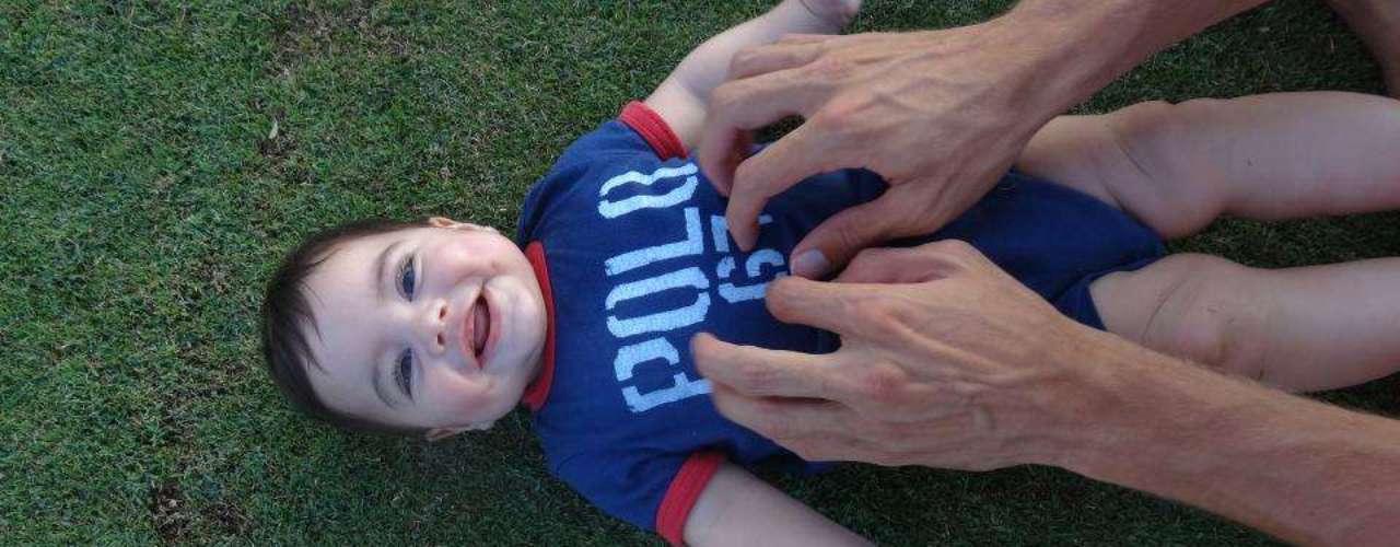 29 de Julio - ¿Reconocen a este adorable bebé? Les damos una pista: su papá es futbolista y su mamá es cantante....