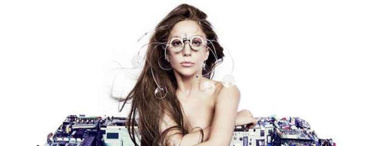 29 de Julio -Lady Gaga posó desnuda en una imagen promocional de su próximo álbum \