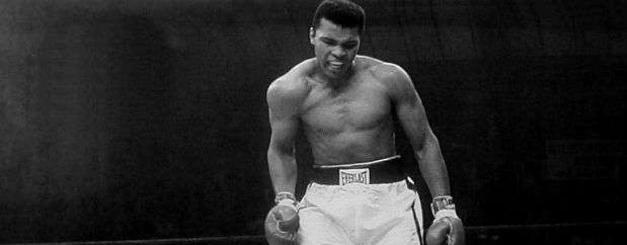 El estadounidense Muhammad Ali fue tres veces campeón del mundo de los pesos pesados, categoría en la que está considerado como una de las grandes figuras de la historia. Apodado 'El más grande»', participó en varios combates famosos, como los tres que mantuvo contra Joe Frazier o uno contra George Foreman, a quien noqueó para conseguir por segunda vez el campeonato del mundo de los pesados. Fue derrotado en cinco ocasiones, cuatro por puntos y una por nocaut técnico al abandonar el combate, consiguiendo 56 victorias, 37 por nocaut y 19 por puntos. También ganó la medalla de oro en los Juegos Olímpicos de Roma 1960 cuando aún no era profesional. Mediático y siempre polémico, así fue y es Alí.