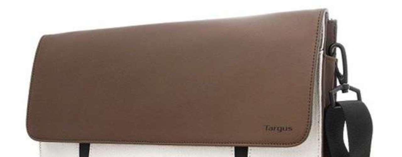 Si compras laptop lo más recomendable es que adquieras fundas o mochilas para su cuidado y protección a la hora de trasladarlas y usarlas. Existen en el mercado diferentes diseños, con lo que tus hijos podrán estar a la moda.