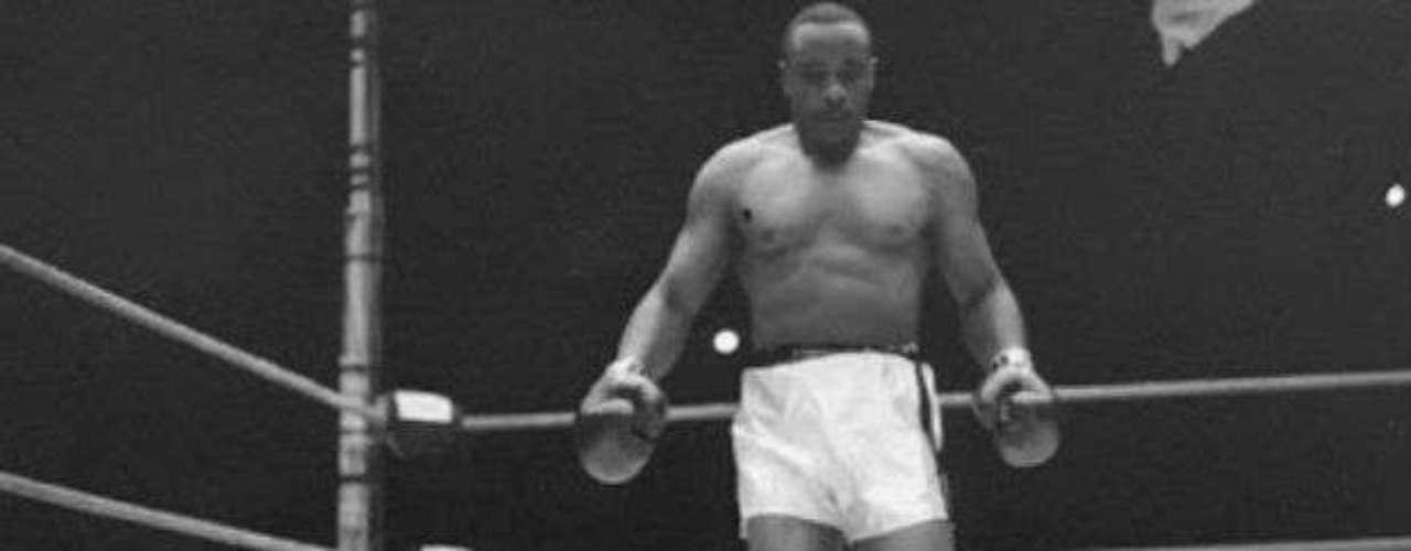Por último Sonny Liston fue campeón mundial de 1961 a 1964 de la categoría peso pesado. Obtuvo 50 victorias por cuatro derrotas, dos de ellas ante el 'Más Grande', Muhammad Ali.