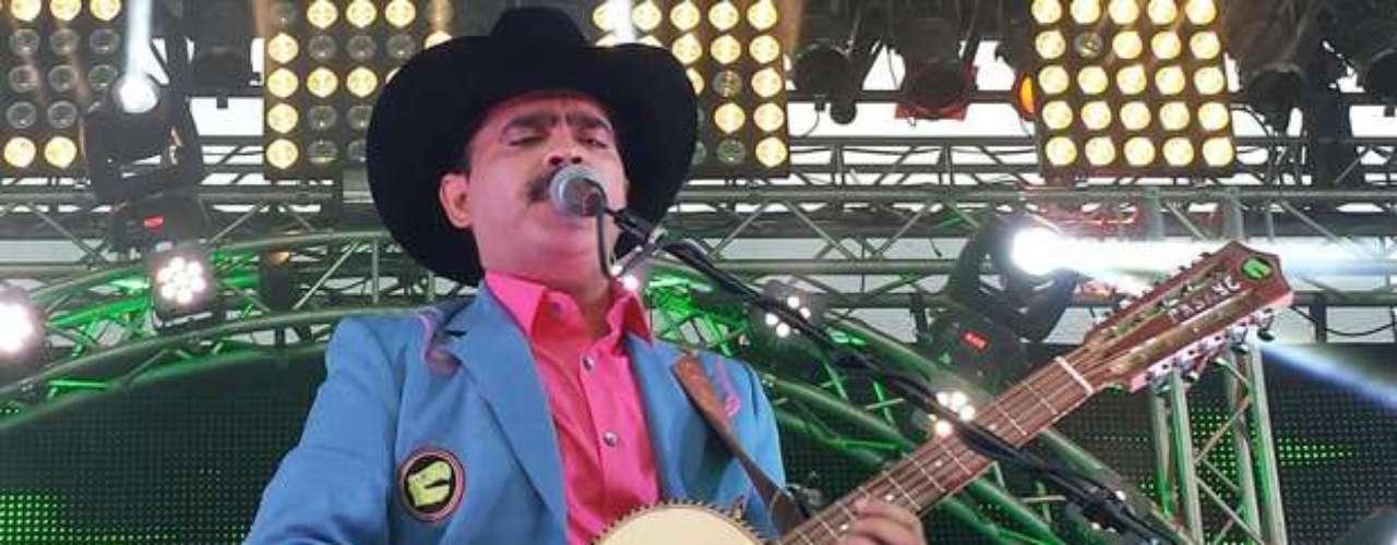 Los Tucanes de Tijuana gozan del éxito en España, siendo nombrados embajadores de la música norteña en ese país, como invitados especiales del Primer Festival de las Dos Culturas que se llevó a cabo en Galicia. Durante el evento el grupo hizo gozar a más de uno al ritmo de contagiosas melodías como \