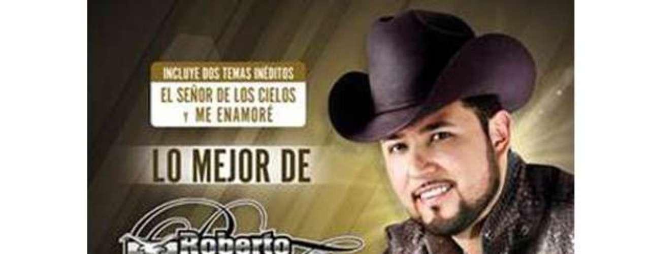 Roberto Tapia, arrasa con su música, pues se apoderó de las listas de ventas, conquistando simultáneamente el primer lugar en el chart Regional Mexicano de Billboard y el segundo puesto del chart Hot-Latin Album de Billboard en Estados Unidos con su disco de éxitos \