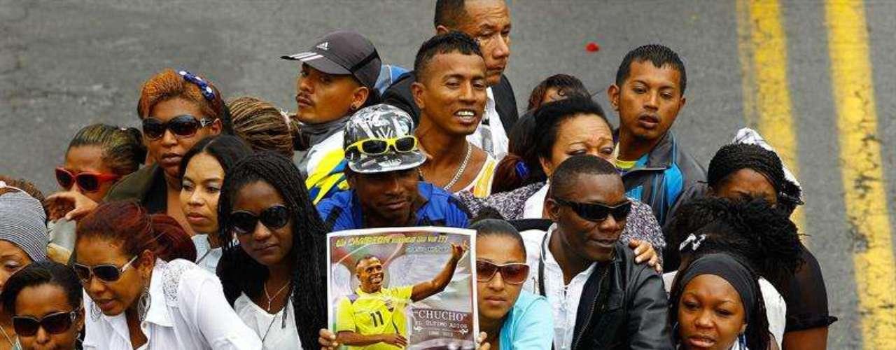 Miles de aficionados participaron en una misa en el Coliseo General Rumiñahui, en Quito, Ecuador, para despedir al exgoleador Christian Benítez, quien falleció el lunes pasado en Qatar.