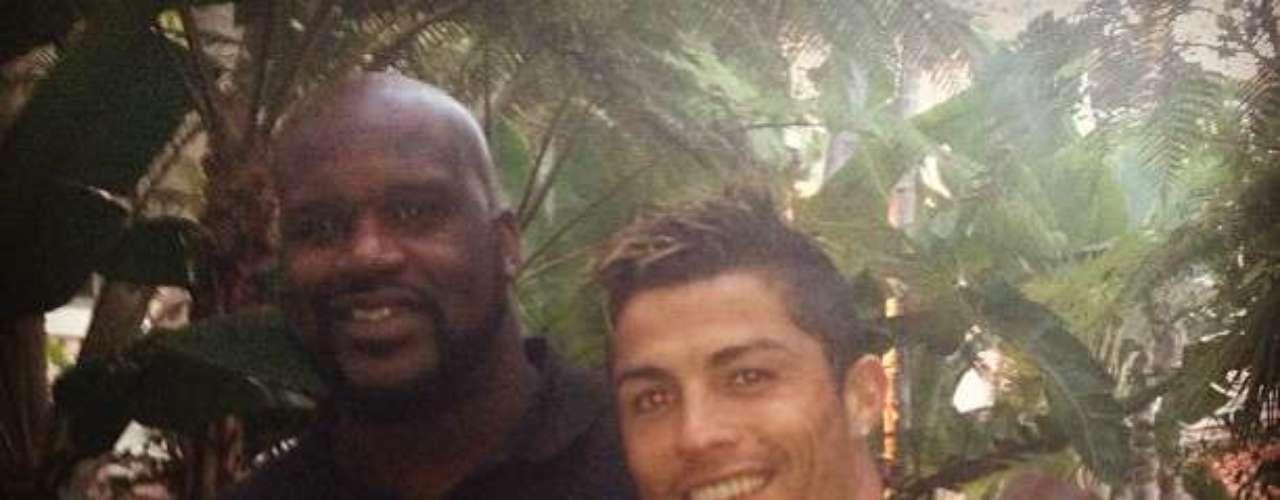 5 de Agosto - Cristiano Ronaldo se codeó con los famosos en Hollywood. Mientras el Real Madrid está de gira por Estados Unidos, varias celebridades como Shaquille O'Neal posaron junto al jugador portugués