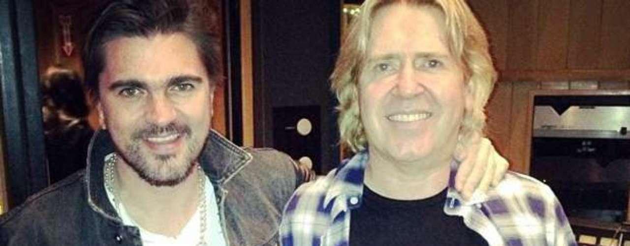 Juanes culminó de grabar las primeras bases de su nuevo álbum, así lo informó la estrella con esta fotografía en la que aparece sonriente al lado del productor Steve Lillywhite.