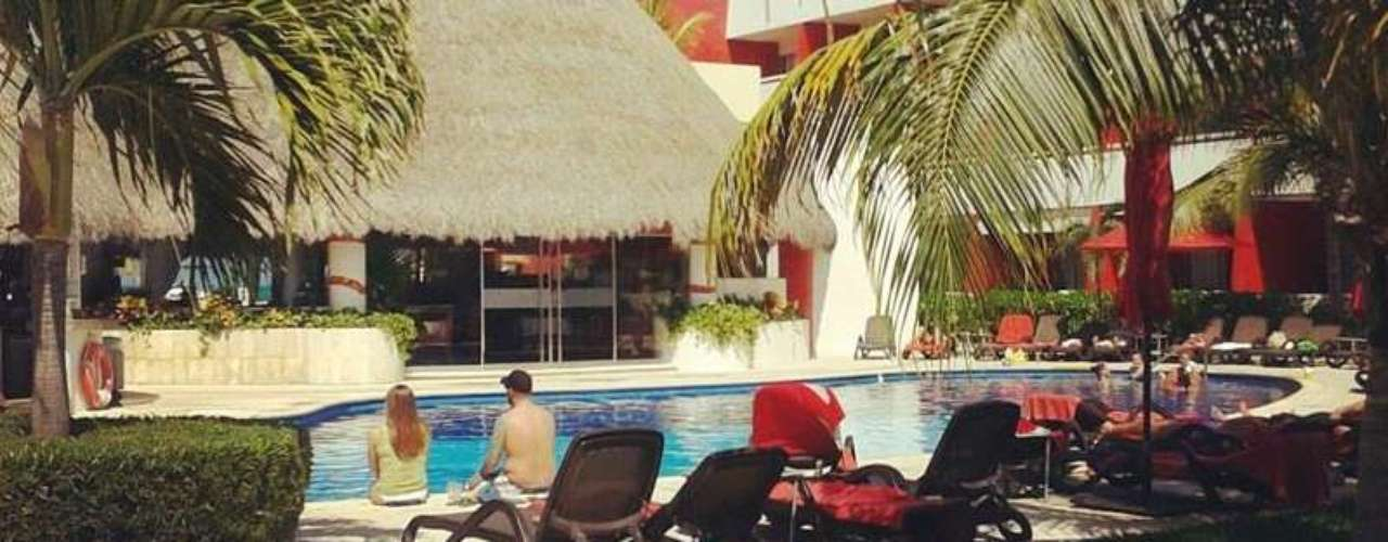 Temptation Resort & Spa, Cancún, México. Situado en el paradisiaco Caribe mexicano, este lujoso hotel ofrece hermosas playas, una agitada vida nocturna (cuenta con bares temáticos y un antro), exquisita comida (visita el restaurante Suki, de especialidades asiáticas) y opciones de ecoturismo. El topless es opcional.