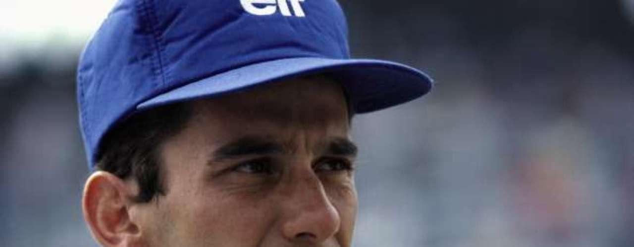 El brasileño Ayrton Senna es uno de los más pilotos más brillantes en la historia de la Fórmula 1, sus tres campeonatos en el 88, 90 y 91 le dan la categoría de leyenda del autmovilismo. Senna y Prost protagonizaron una de las más grandes rivalidades en la F1 y su mito creció luego de su muerte durante el Gran Premio de San Marino en 1994.