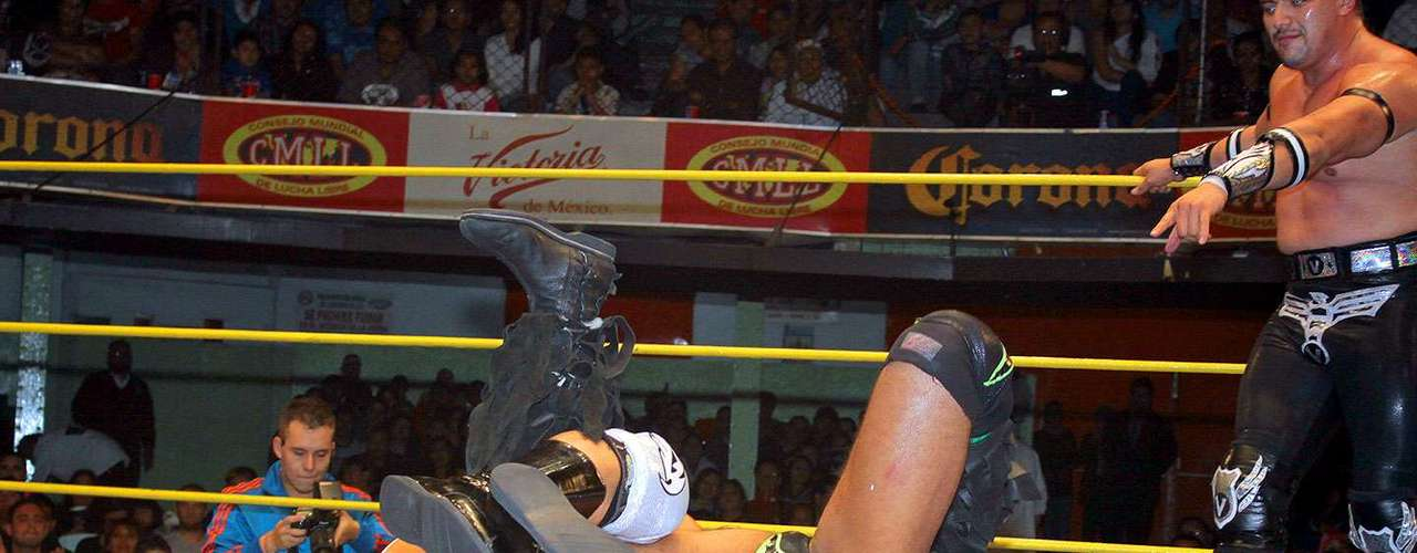 Los rudos Terrible, Vangellys y Rey Bucanero derrotaron a Rush, Titán y La Máscara. Luego de este resultado, los renovados TRT exigieron un duelo por el título a los campeones nacionales de Tríos.