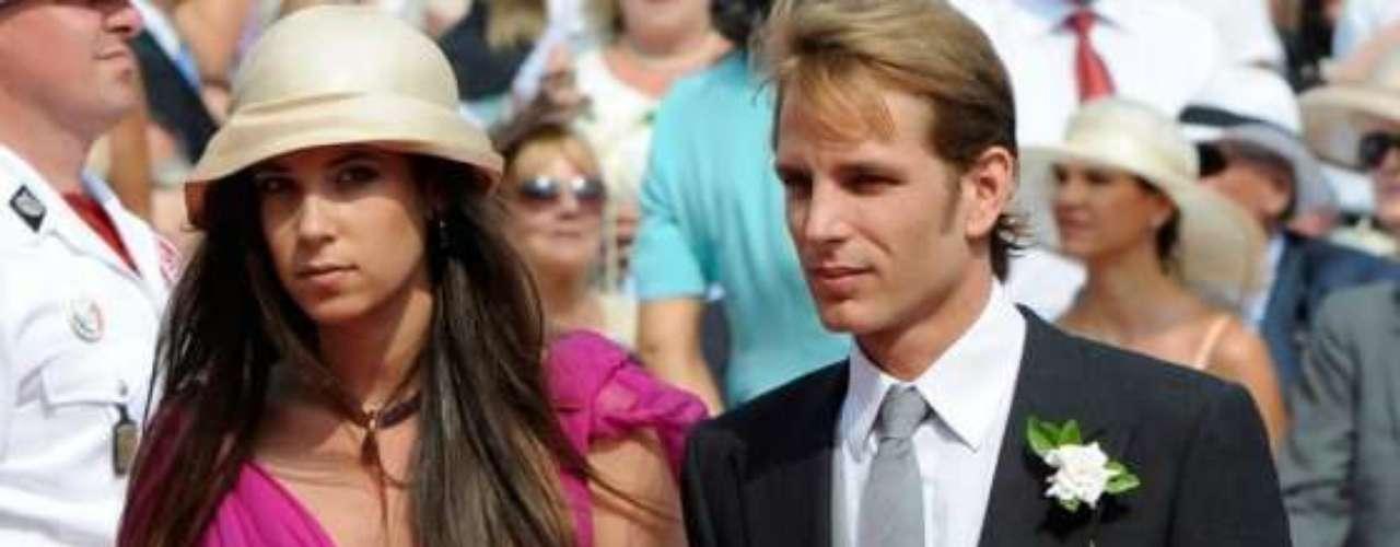 El hijo mayor de la princesa Carolina de Mónaco, Andrea Casiraghi, y su novia colombiana, Tatiana Santo Domingo, se casarán el próximo 31 de agosto. El 21 de marzo pasado, nació su primer hijo, Sacha, que después del casamiento ocupará el tercer lugar en la línea sucesoria al trono de Mónaco.