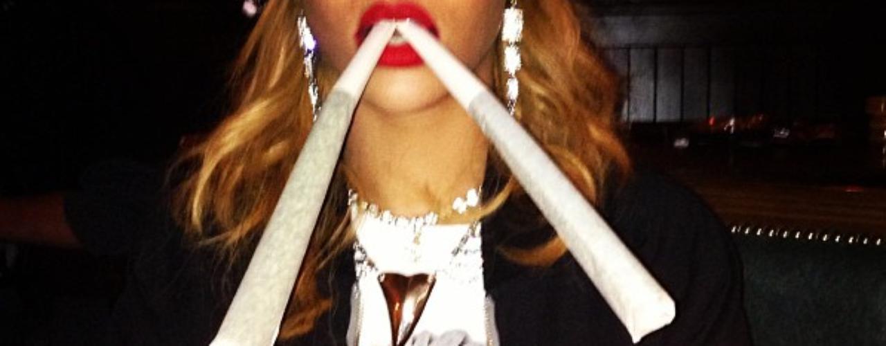 Rihanna no ha tenido necesidad de culpar a un hacker por sus fotos más atrevidas en la web, pues ella misma se encarga de publicarlas. Conoce las imágenes más polémicas de la cantante en Instagram y Twitter.
