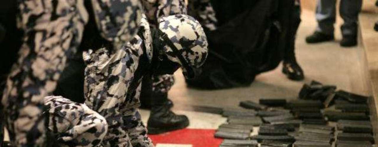 Los Ndrangheta. El grupo criminal italiano ha logrado posicionarse como uno de los más poderosos de Europa desde su época dorada en 1990. Su base se encuentra en Calabria, Italia. A sus miembros se les asocia con la mafia de Sicilia y se ha conocido que está conformada, en su mayoría, por familias dedicadas a los negocios ilegales. Se dedica también al tráfico de drogas y armas.