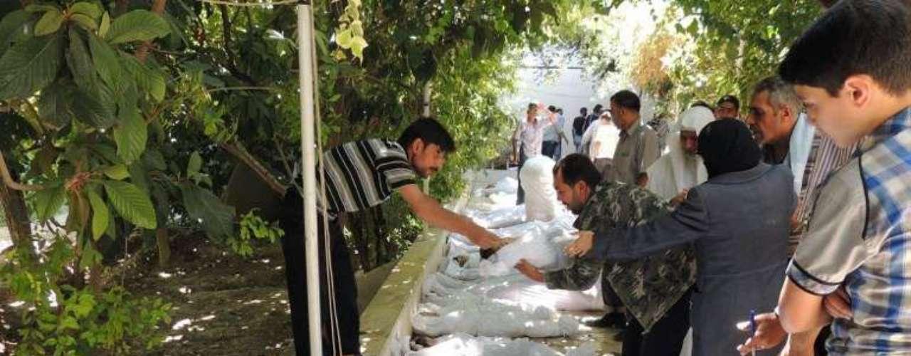 Al menos 29 rebeldes murieron el lunes en una emboscada que les tendió el ejército sirio al noreste de Damasco, lo cual eleva a 90 la cifra de rebeldes muertos en 48 horas, anunció el Observatorio Sirio de Derechos Humanos (OSDH).