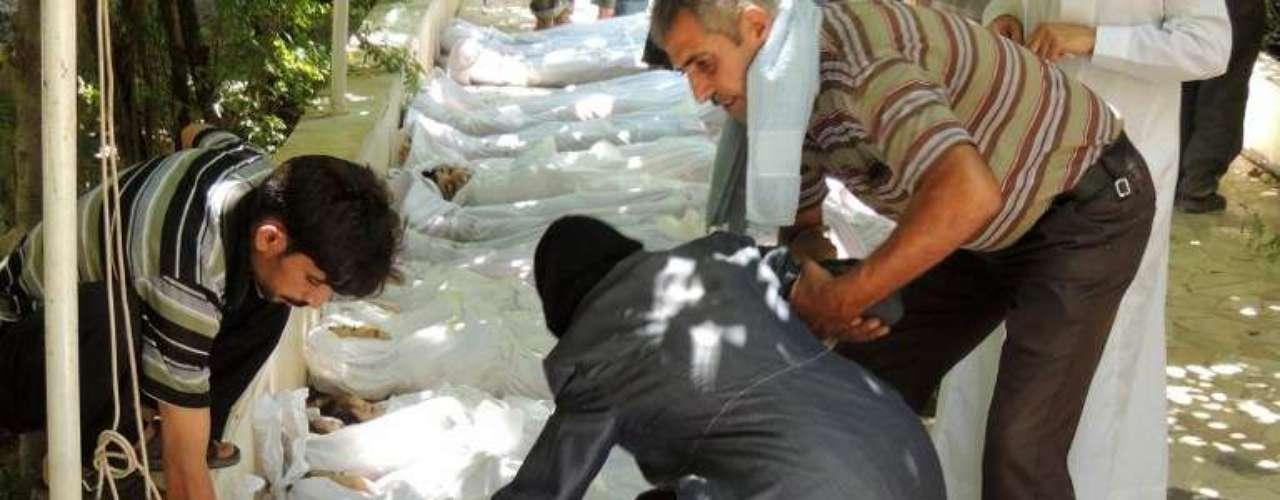 Por otra parte, la oposición siria aseguró que se descubrieron más cadáveres tras el denunciado ataque con armas químicas cometido la víspera presuntamente por el régimen sirio en el oriente de Damasco, cuyas cercanías son blanco de nuevos bombardeos.