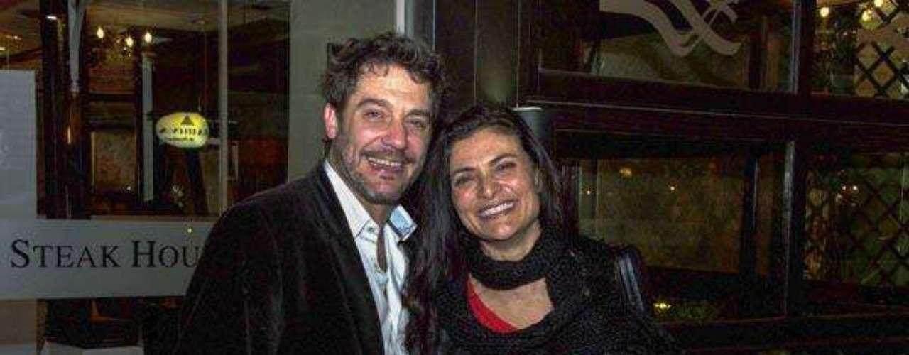 En octubre de 2013 se conoció que 'Betty la fea',perdón, la actriz Ana María Orozco, vivía intensamente el amor al lado del también actor argentino Maxi Ghione a quien conoció en la producción 'Somos Familia'.