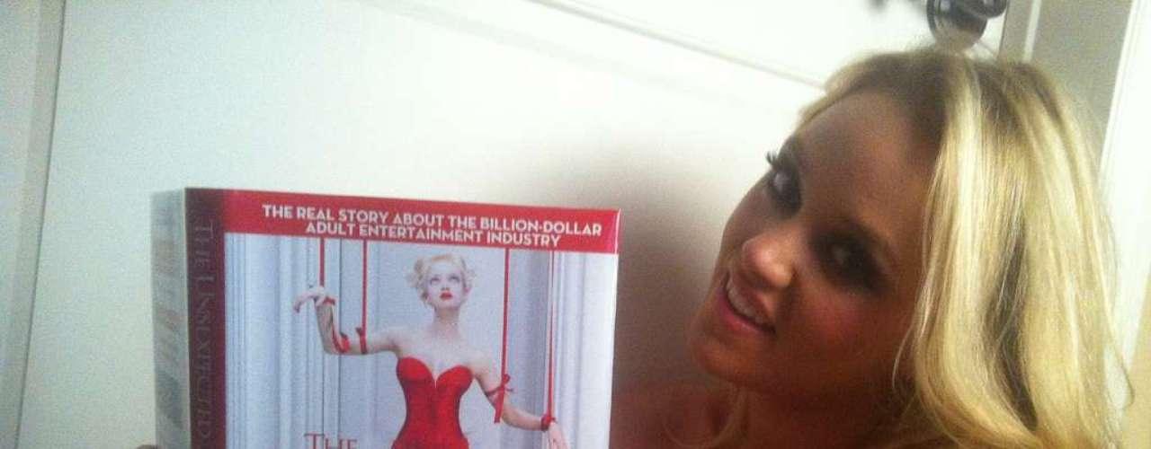 Alexis Monroe se hizo profesional en la industria XXX el año pasado. Nacida en Michigan, Estados Unidos, el 22 de octubre de 1990, esta espectacular rubia ha actuado en más de una docena de películas. Una carrera meteórica sin duda alguna.