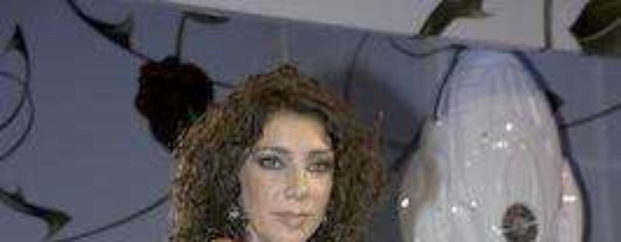 Tampoco es que 'al caido, caerle', pero si hay una actriz que de verdad es de malas en el amor, esa es Cinthya Klitbo. La pobre se enamoró de un coordinador de talento de Televisa, 11 años menor que ella, a quien conoció mientras ambos trabajaban en la primera edición del reality show llamado 'Bailando por un Sueño' de la misma compañia.Las curvi-mamacitas de las novelasActrices de novela: ¿De quién es esta gran 'pechonalidad'?Los 50 rostros más bellos de las telenovelasEstrellas de novela que se han desnudado en Playboy